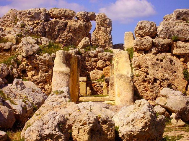 a Heling bij Atlan.tempelGgantija-Xaghra-Tempel_4.JPG-wikimedia-commons