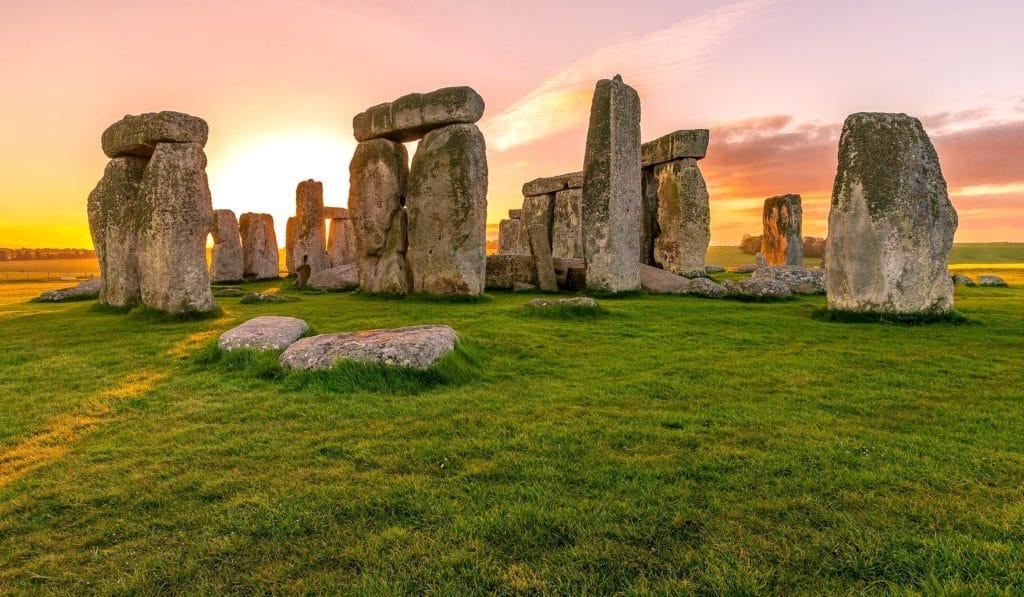 stone circle sunrise-938998_1920.jpg pixabay
