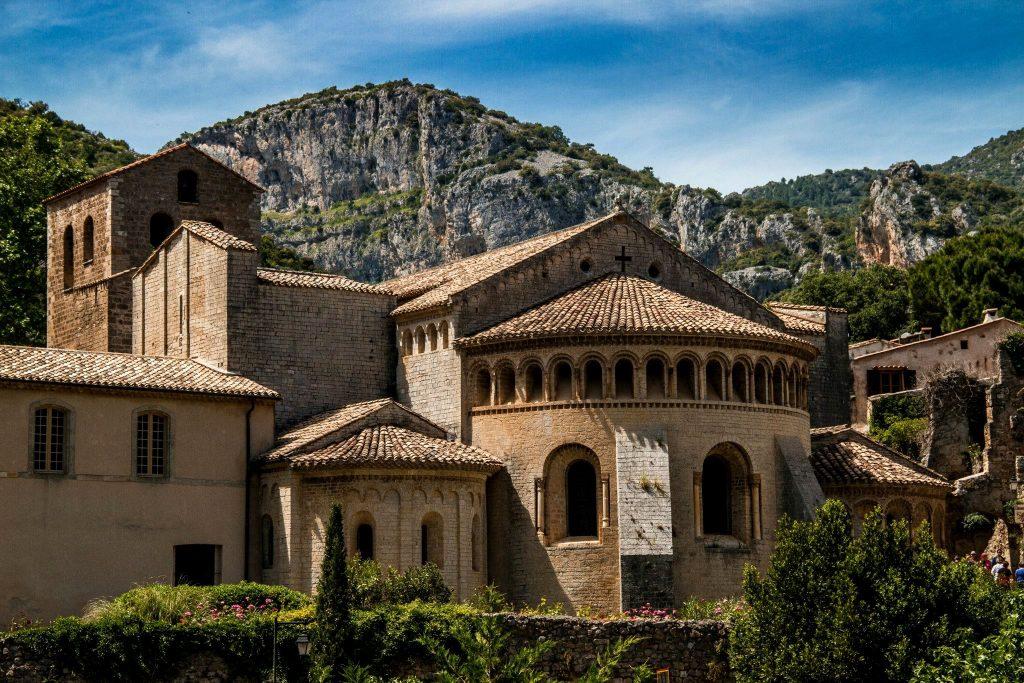 Extérieur_de_l'Abbaye_de_Gellone_à_Saint_guilhem_le_désert